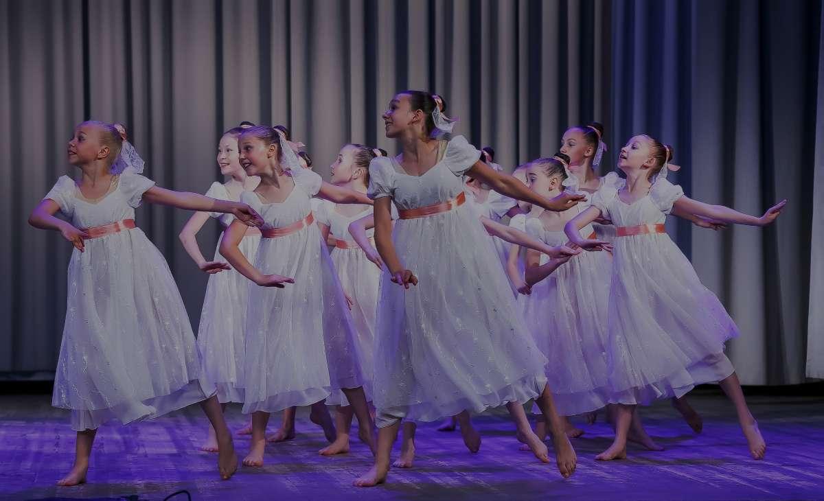 группа танцеров